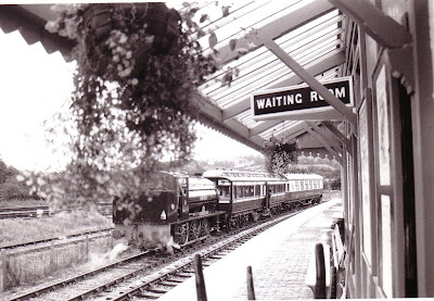 Littlehempston Riverside station. Vintage train in loop on occasion of the bridge opening 30th September 1993.  Photo:  Les Hawkins