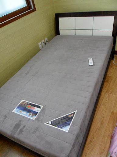 my dirty korean bed, my apartment in Korea, my korean apartment, life in Korea