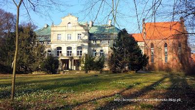 na zdjęciu widoczny pałac i kaplica w Turwi