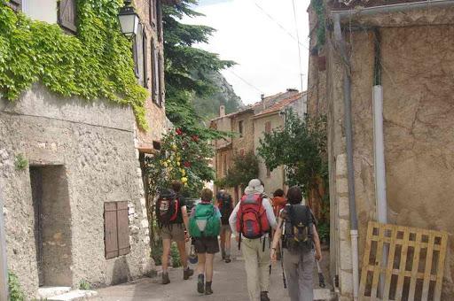 Dans les rues du village d'Aiguines