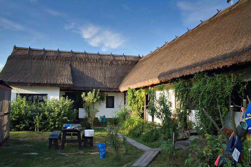 Delta Dunării turism caiac Sulina case lipovenești stuf Barni