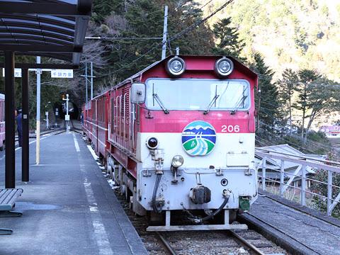 大井川鉄道 井川線 206形 接岨峡温泉駅にて