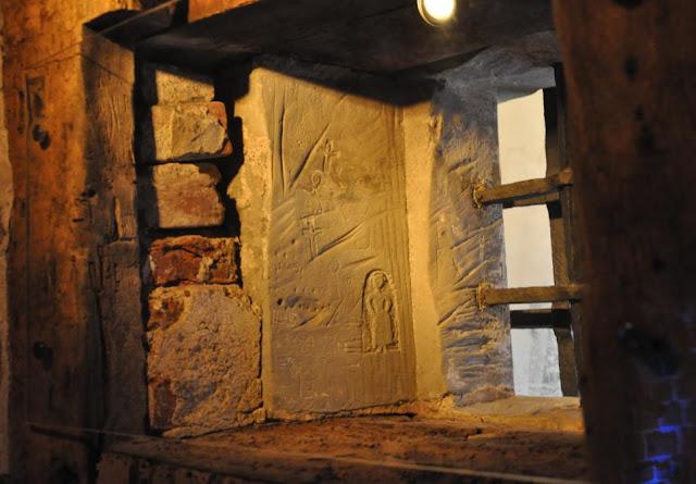 格但斯克監獄牢房窗戶旁的壁畫