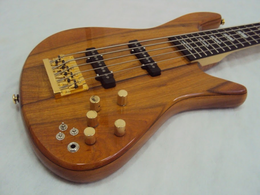 Baixo Custom - Luthier Capelini DSC05429