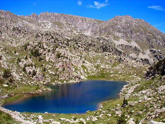 senderismo: Refugio Josep M. Blanc - Estanys de Peguera - Espot