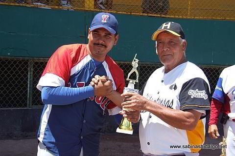 Elías Jasso, campeón pitcher en el softbol de veteranos