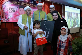 Wardina dan anak-anak bersama TG Nik Aziz serta MB Kelantan
