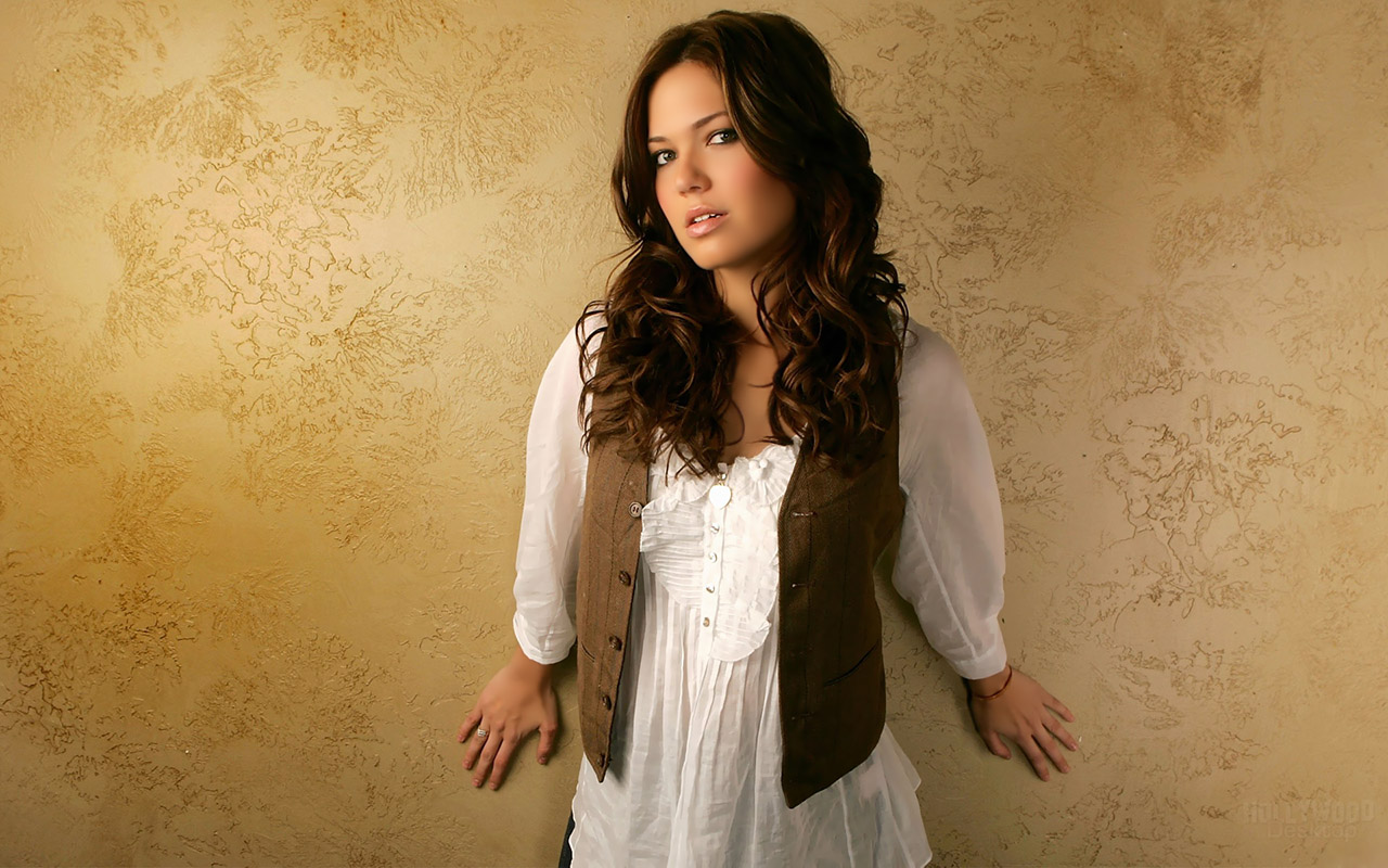 world entertainment point: mandy moore hot actress wallpapers free