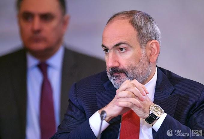 Армянский депутат передал Пашиняну лист бумаги для заявления об отставке