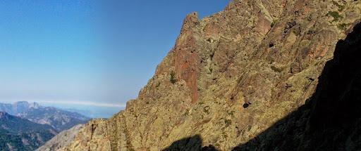 Au niveau de la combe sous la pointe de Curia après la descente du col sous l'arche, vue du chemin parcouru