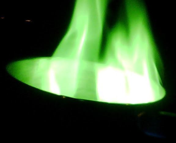 Yuk Kita Melihat Macam-macam Warna yang Dihasilkan Api