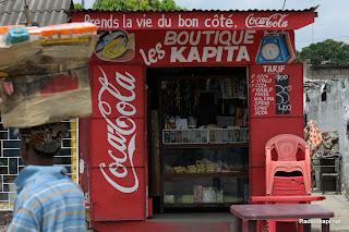 Une boutique de coin de rue à Kinshasa (Ph. Lam Duc Hien)