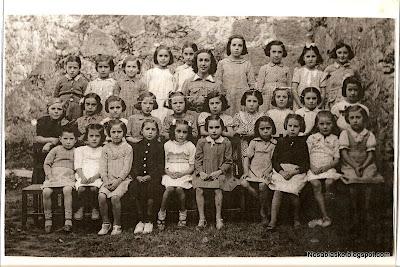 Curso escolar de niñas de Candelario Salamanca principios de los años 40