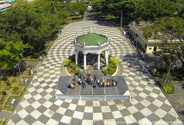 bacolod public plaza essay Like father, like son, he is also into crafts, reliefs, sculptures, paintings, and pen-and-ink works although he was born in manila, he grew up in bacolod where he developed his art.
