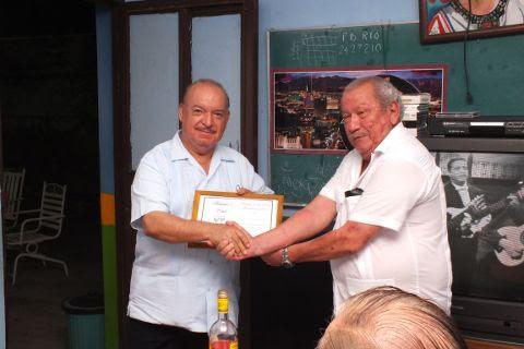 Entrega de reconocimiento al Dr. Salvador Treviño Cuevas