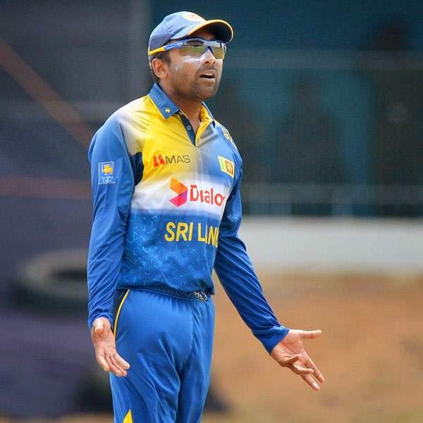 Sri Lankan cricketer Mahela Jayawardene talks during the third and final One Day International (ODI) cricket match between South Africa and Sri Lanka at the Mahinda Rajapaksa International Cricket Stadium in Hambantota on July 12, 2014.