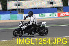 Aprilia track days : Magny-Cours le 22 avril 2011 - Page 5 IMGL1254