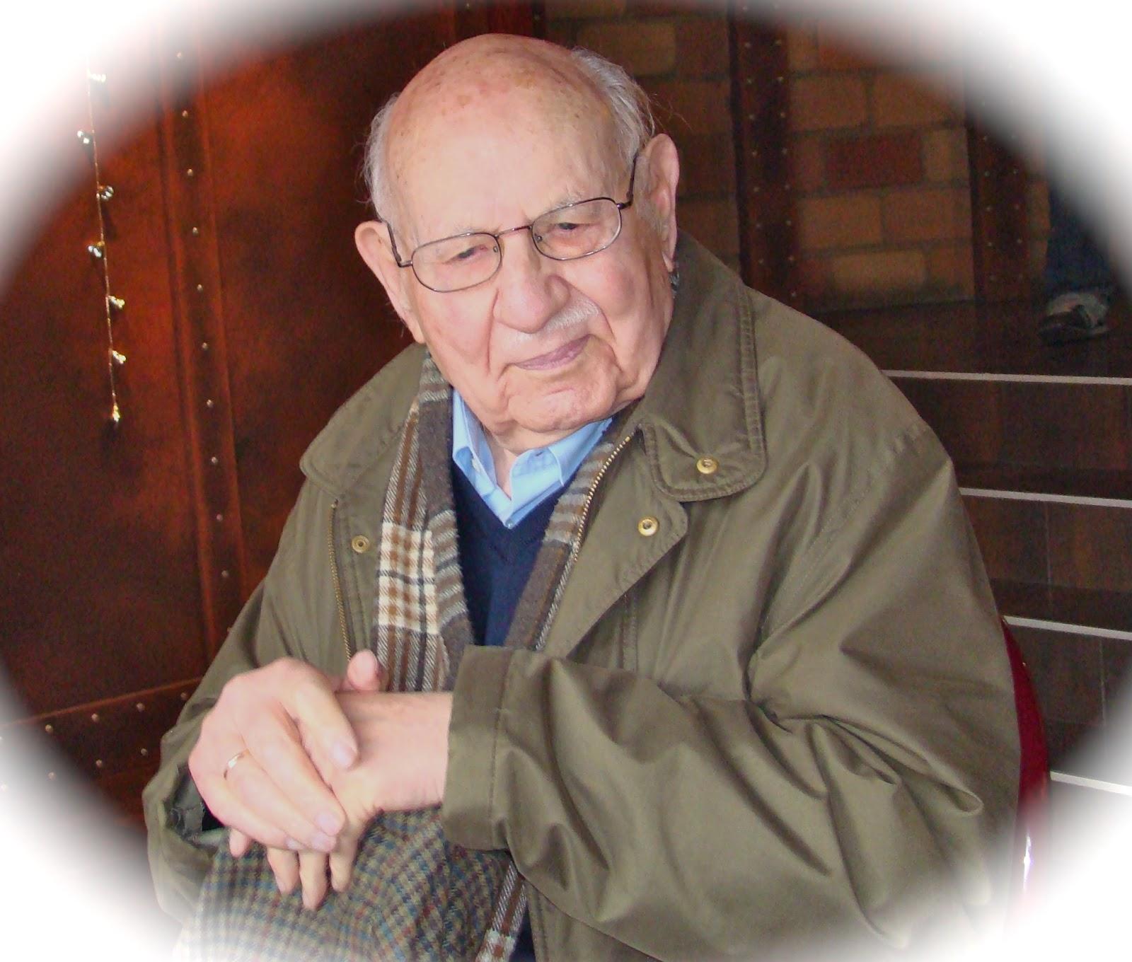 Mi abuelo se fue y ahora descansa en otro mundo, en otra dimensión.