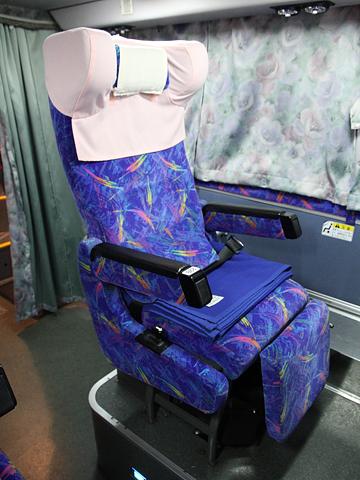 JR四国バス「ドリーム高松号」 694-5950 シート 三菱エアロキング(MU612TX)