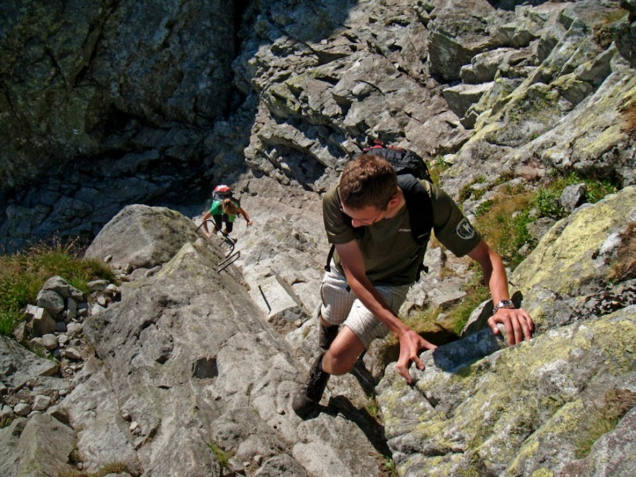 Klamry na szlaku na Przełęcz pod Chłopkiem