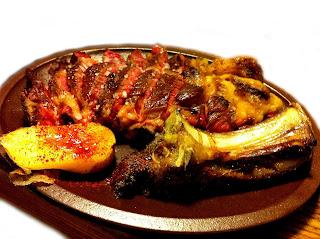 Vulcano Gres. plato chuleton. Calentamiento 2 mts. y mantenimiento de temperatura de 1 hora. especial carne al punto.
