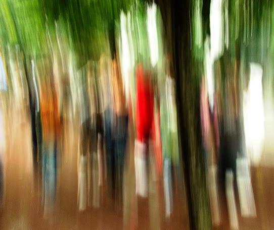 主題:幌     攝影:五年級 曾文弘         文字:楊文通  老師 人生 \ ノ(phit phiat)休,像水乒乓流,身影閃搖中,就唸恬靜咒。