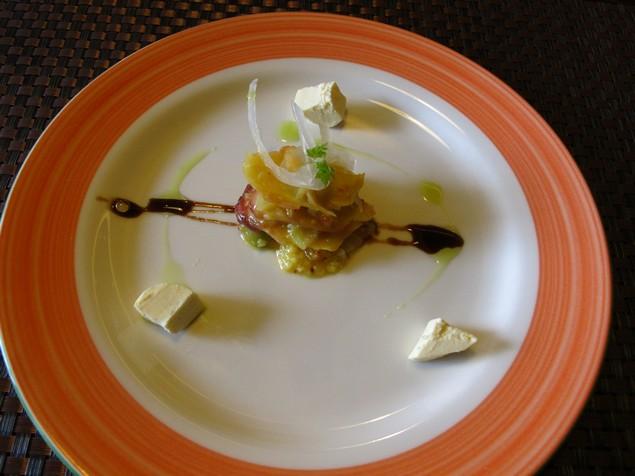 夠義式創意料理-西班牙涼拌日本章魚佐柳橙起士淋上羅勒香草油和義式紅酒醋