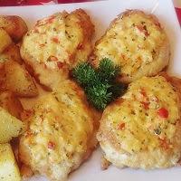 kotlety drobiowe z nadzieniem i pieczonymi ziemniakami