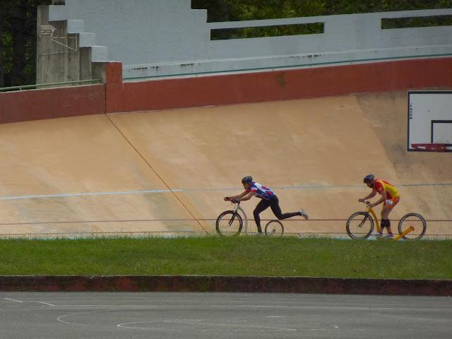 2 sept 2012 - reccord de l'heure sur vélodrome - Lyon P1000509