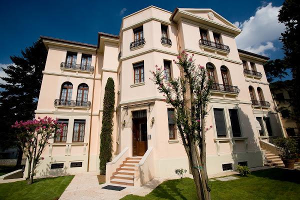 Residence Villa Mainard, Via Don Giacomo Trevisani 33, Verona, Italia