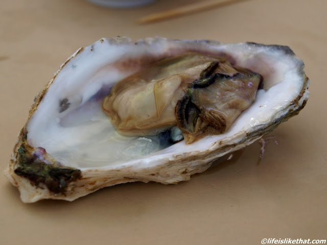 Eating Oysters at the Northam Beach Cafe, Pulau Tikus picture penang ... Oyster Eating Salt