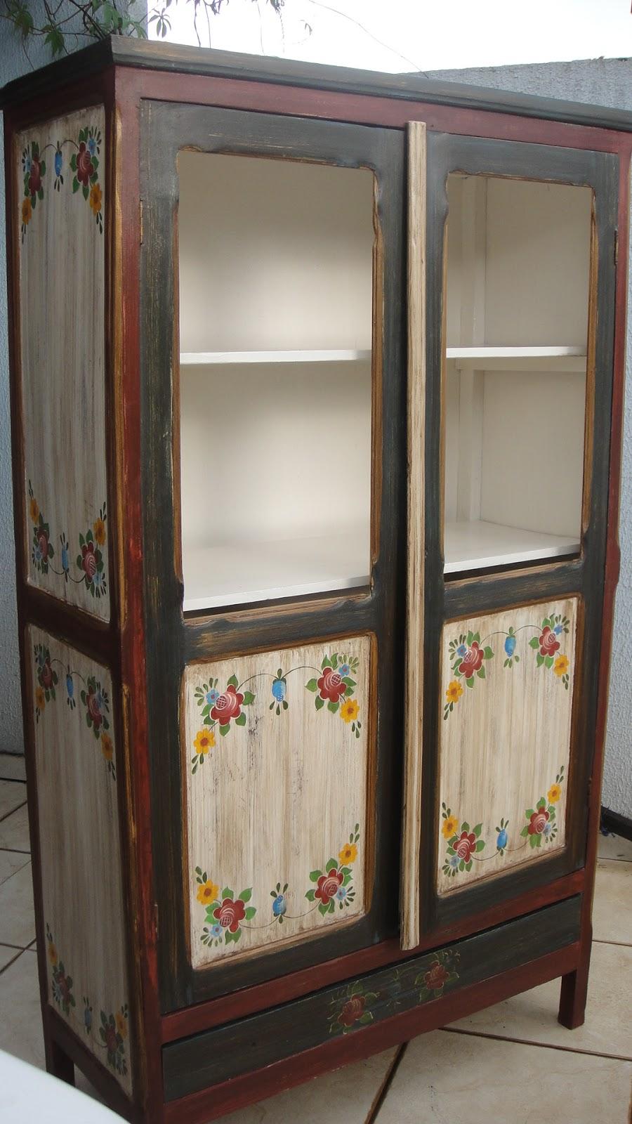 #474842 Artesanatos Goiânia Mina das Artes Armário em pátina e policromia Pintura decorativa em Bauer 900x1600 px Armario De Cozinha Em Goiania #2993 imagens