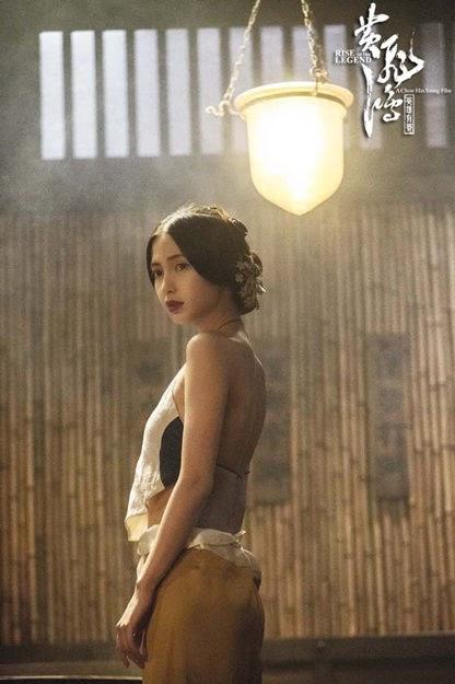 Angela Baby khoe cảnh mặc yếm hở hang trong phim cổ trang