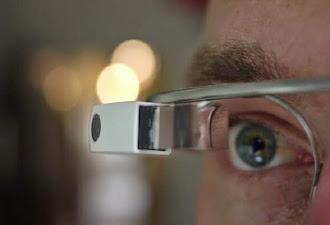 Dos miembros de Google explican como hackear unas Google Glass