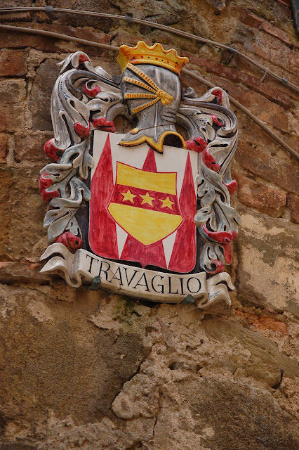 Emblem of the Travaglio neighborhood in Montalcino