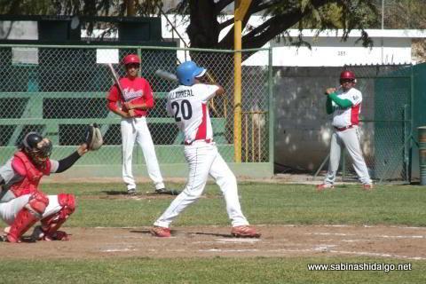 Mario Villarreal de Mineros de Vallecillo en el beisbol municipal