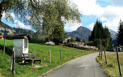 Kapelle am Weg zur Neue Strausbergalpe mit Blick auf Rotspitze nahe Parkplatz Strausberg Imberg Sonthofen Allgäu