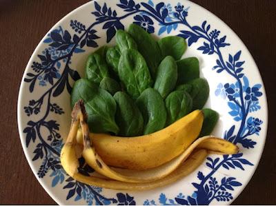 Spinazie smoothy met banaan en sesamzaad.