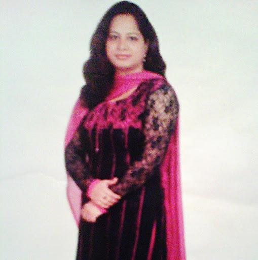 Meenu Mahajan Photo 2