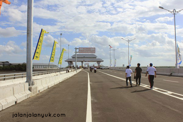 Jalan jalan ke Jalan Tol Di Atas Laut Bali