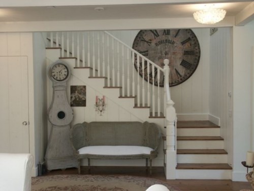 Chic Ways To Decorate Your Staircase Wall: Practical Living: Shabby Chic Painted Stairs