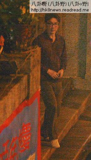 信奉天主教的劉松仁,上月 20日被拍得獨自到九龍塘聖德肋撒天主堂望彌撒,一度低頭祈禱,未見劉太同行。