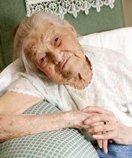Nenek 105 Tahun Masih Perawan
