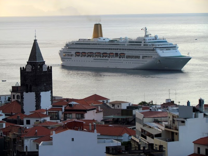 Oriana arrives to Funchal Port