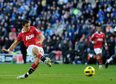 Javier Hernandez Scores Wigan Athletic vs Manchester United