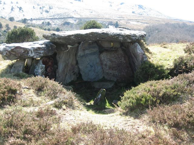 Rutas Montaña Asturias: Dólmen Entrevías