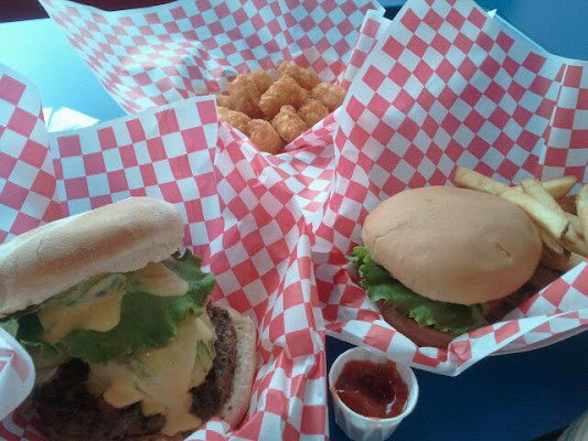 Teddy's Bigger Burgers, 7192 Kalanianaole Highway, Honolulu, HI 96825, United States