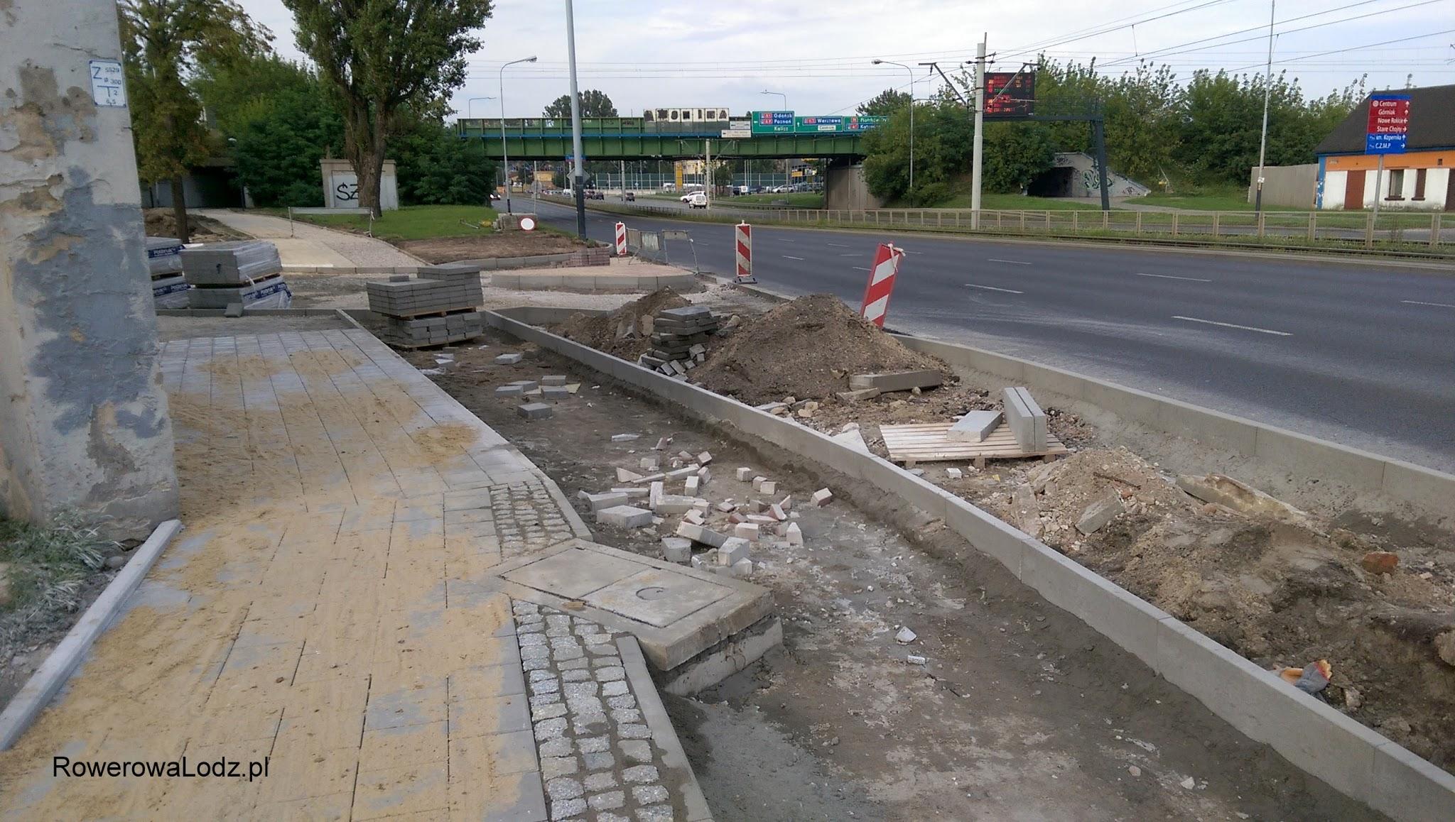 Brakuje w tym miejscu nie tylko asfaltu, ale i podbudowy.