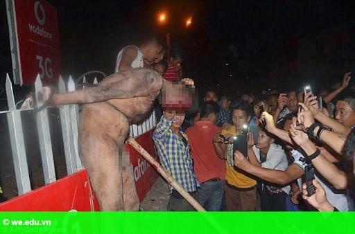 Hình 1: Ấn Độ: Đám đông điên loạn xông vào tù, hành hình kẻ hiếp dâm