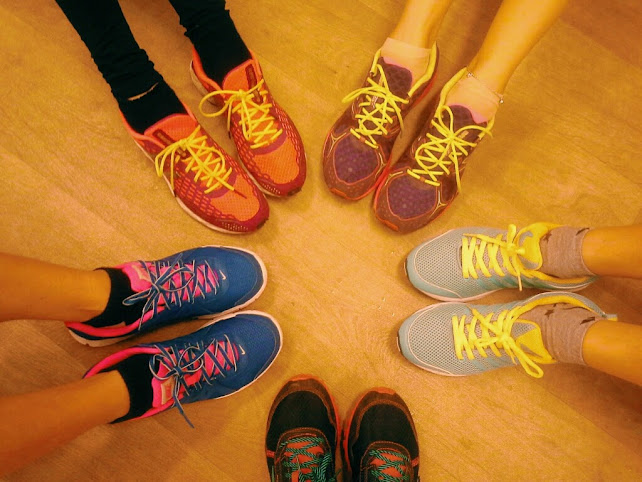sepatu sport untuk traveling